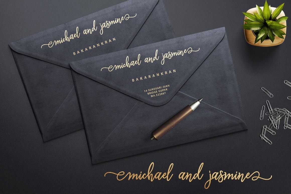Monalisa Luxurious Script Font