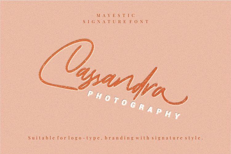Mayestica Signature Font