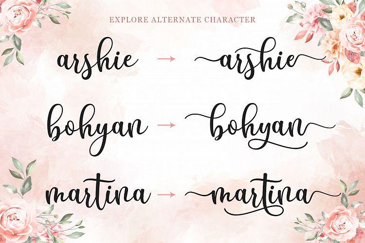 Breyhana Script Font
